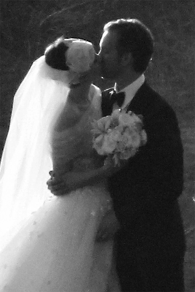 anne hathaway kissing shulman on wedding day