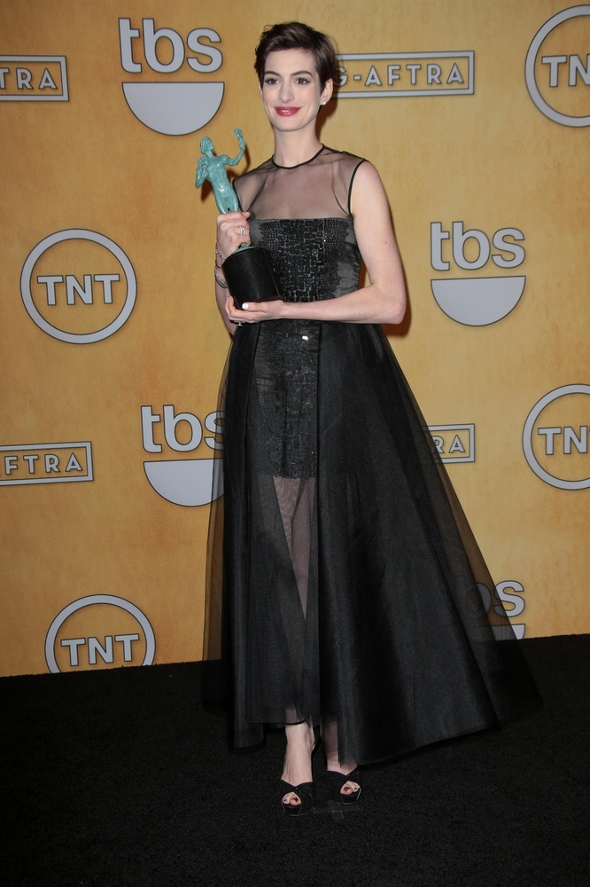 Anne Hathaway red carpet SAG awards